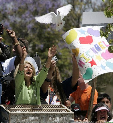 13 Jun 2005, Santa Maria, California, USA --- A fan releases a dove outside Santa Barbara County Superior Court in Santa Maria, California, June 13, 2005, after Michael Jackson was acquitted in his child molestation case. Jackson was cleared of all charges Monday after a bitter four-month trial on child sex abuse charges.  --- Image by © John G. Mabanglo/Pool/Reuters/Corbis