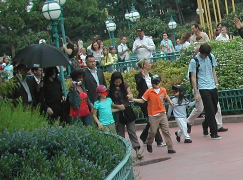 michael-and-family-at-disneyland-paris(256)-m-4