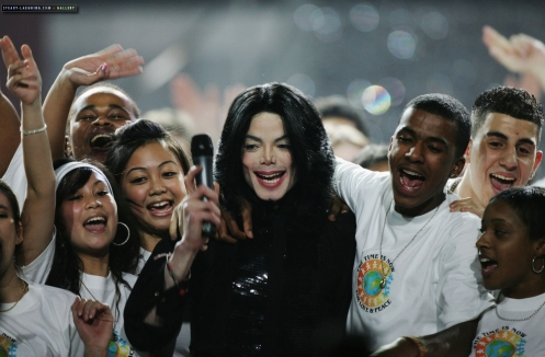 world-music-awards-michael-stage-appearance-at-the-world-music-awards(254)-m-16