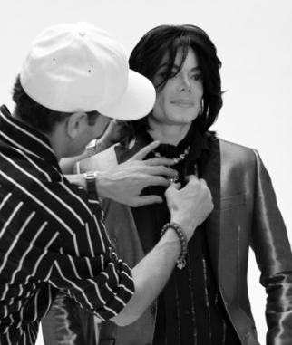 2007-EBONY-Photoshoot-michael-jackson-32419892-322-381