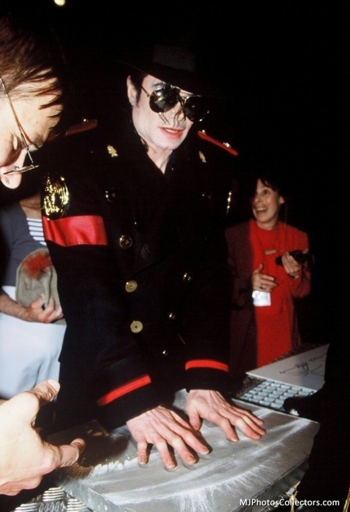 Grevin-Wax-Museum-michael-jackson-16166261-667-975