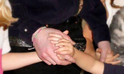 Hold-My-Hand-michael-jackson-29602881-500-302