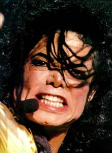 Dangerous-World-Tour-On-Stage-michael-jackson-7505810-748-1025