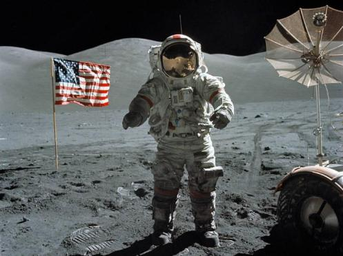 neil-armstrong-moon-walk