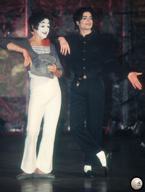 michael-appears-onstage-with-mime-marcel-marceau-at-the-beacon-theatre-in-new-york(86)-m-11