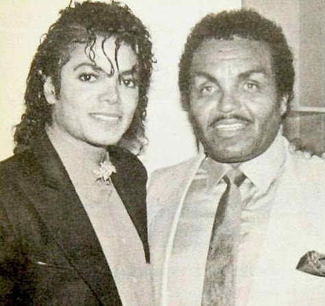 Moon_Michael-Jackson-with-his-father-Joe-Jackson-michael-jackson-29716167-474-446