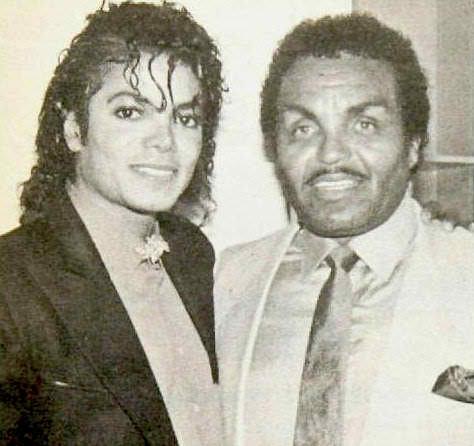 Moon_Michael-Jackson-with-his-father-Joe-Jackson-michael-jackson-29716167-474-446