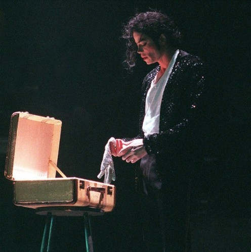 BJ_Michael-Jackson-Billie-Jean-suitcase-Hot-Offers-Free-shipping