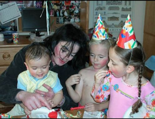 RS_Michael-Jackson-with-children
