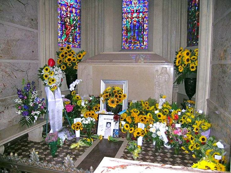 Forest lawn besuchen und berdenken all4michael for Where is terrace