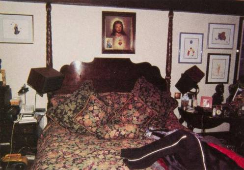 christ-over-mjs-bed-neverland
