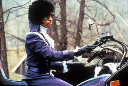 Prince am Motorrad