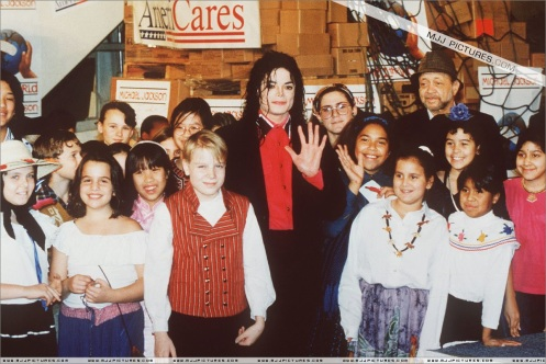 Michael Jackson Heal The World Fundation Sending Relief To Sarajevo 1992 (9)