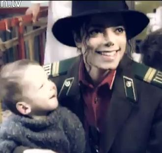 mj-visits-an-orphanage-in-moscow-1993
