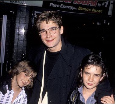 corey-feldman-and-family-in-march-1990-1
