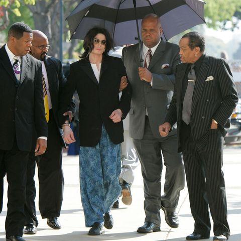 michael-jackson-arrives-at-a-court-house-wearing-pajama-news-photo-794645809-1551298419.jpg?w=480